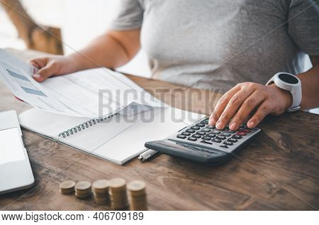 The Woman Who Is A Housewife Is Checking The Expenses. From The Creditor Bill Sent To. Calculate Hom