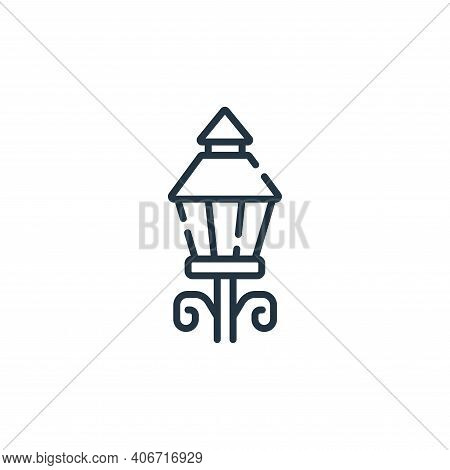 street lights icon isolated on white background from england collection. street lights icon thin lin