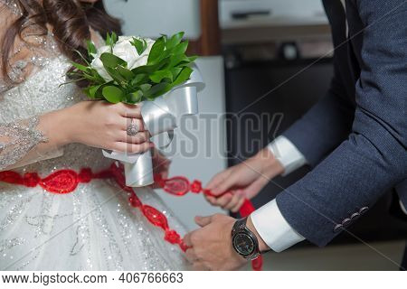 Close The Ribbon On The Belly Of The Bride . Lose The Ribbon On The Belly Of The Bride . Wedding . B