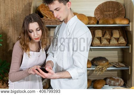 The Baker Shows Photos Of New Types Of Bread That He Will Want To Introduce In The Near Future. A Mu