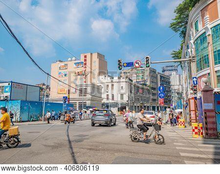 Guangzhou/china-24 Aug 2019:unacquainted People Walking On Yide Road Wholesale Marke At Guangzhou Ch