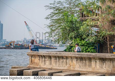 Bangkok/thailand-19 Jan 2020:unacquainted People Young Couple Relax In Talat Noi.talad Noi (talat No