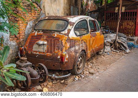 Bangkok/thailand-19 Jan 2020:old Car Wreck In Old Alley Of Talat Noi.talad Noi (talat Noi), One Of T