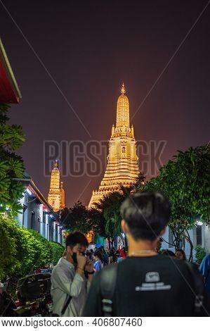 Bangkok/thailand-01 Mar 2020:unacquainted People Walking In Wat Arun In The Night Time.wat Arun Ratc