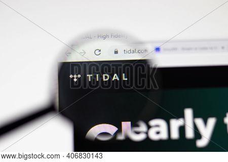 Los Angeles, Usa - 1 February 2021: Tidal Website Page. Tidal.com Logo On Display Screen, Illustrati