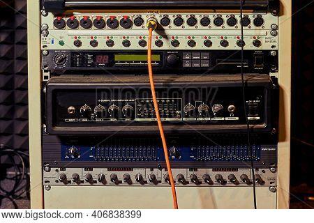 Digital Equipment Of Music Recording Studio, Bass Amplifier