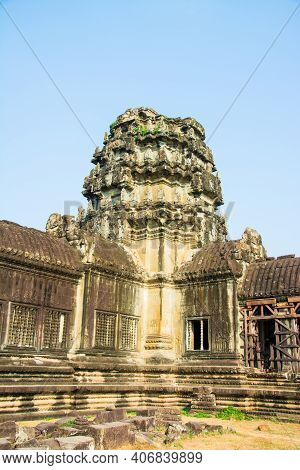 Prang With Wall Of  Angkor Wat . Which  Is Part Of  Angkor  Wat ,ancient  Ruins  Of Combodia.locatio