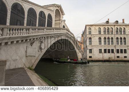 The Rialto Bridge Over The Grand Canal, City Of Venice, Italy, Europe