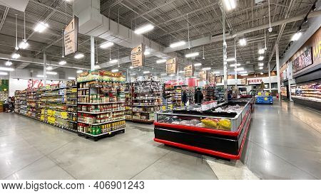 An Overview Of Multiple Aisle Of A Bravo Market Grocery Store In Orlando, Florida.