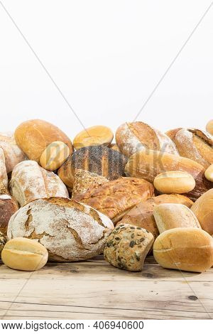 On The Old Wooden Counter, The Bakery Store Has Gathered All Kinds Of Bread That It Prepares In Its