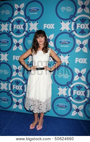 LOS ANGELES - SEP 9:  Zooey Deschanel at the FOX Fall Eco-Casino Party at The Bungalow on September 9, 2013 in Santa Monica, CA