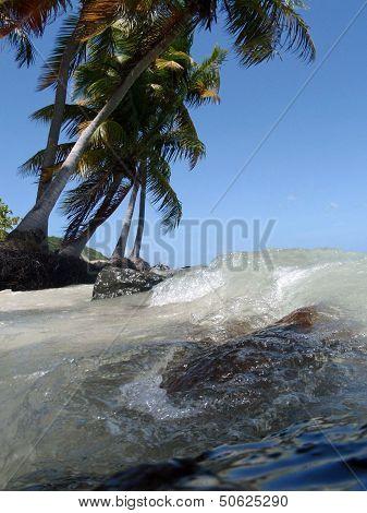 Breaking of waves enfolding rocks