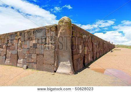 Wall around the temple Kalasasaya