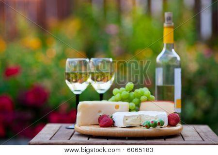 Wein & Käse Garten Party