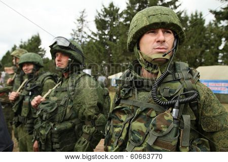 KOSTROMA REGION, RUSSIA - AUG 26, 2010: Unidentified soldiers during Command post exercises with 98-th Guards Airborne Division.