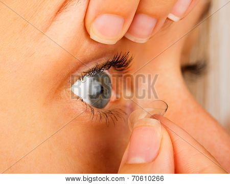 Contact Lenses Correct Removal