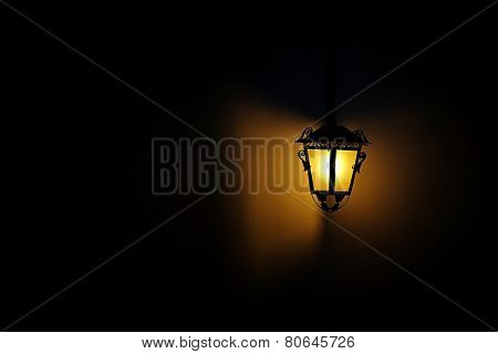 Lit Classic Lamp Post