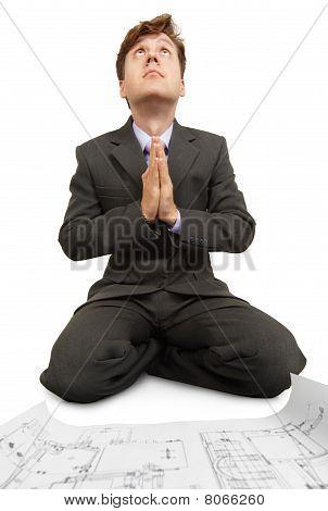 Ingenieur betet zu Gott