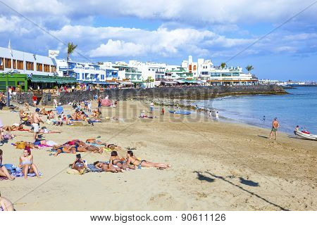 people enjoy the beautiful Papagayo Beaches in Playa Blanca, Lanzarote
