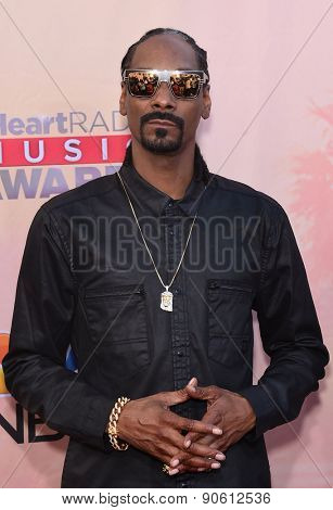 LOS ANGELES - MAR 29:  Snoop Dogg arrives to the 2015 iHeartRadio Music Awards  on March 29, 2015 in Hollywood, CA