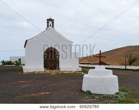 The fairy tale church of la Caldereta