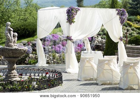 Festive Wedding Decoration With Fountain