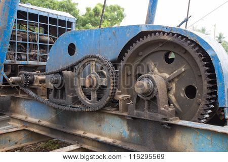 gear box and transmission of vintage pile driver in construction site