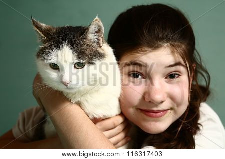 Gilr  Hold Siberian Male Cat Smiling