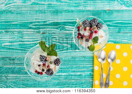 sherbet glass with ice cream