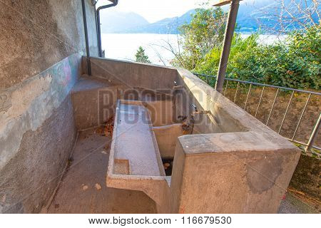 Old washboard in Italy nera como lake