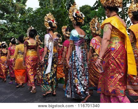 Female members of a Balinese village community parade during a cremation ceremony in Bali, Indonesia