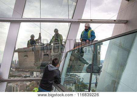 Building maintenance brigade in lift operating platform