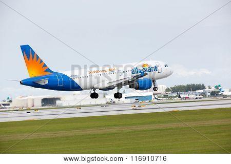 n Allegiant Airlines Airbus A319 landing