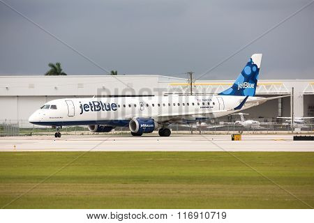 A Jetblue Airlines Embraer 190 aircraft taxiing