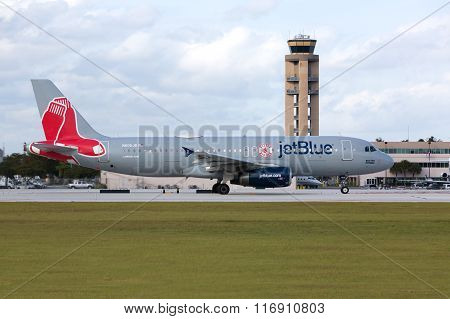 A JetBlue Airbus A320 taxiing