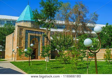 The Qaldirghochbiy Mausoleum