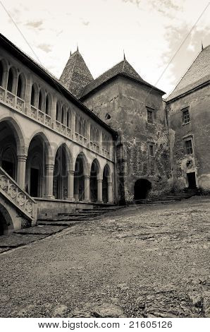 Black and white image of an old castle courtyard