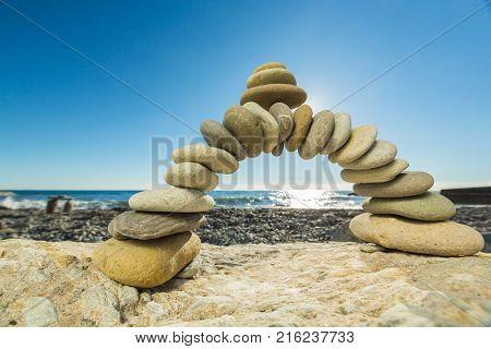 White pebbles pebble bend group curve circle