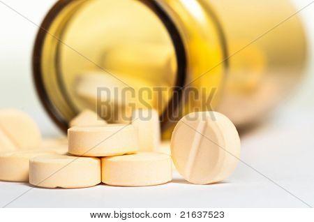 Pillen weißen Stock mit Flasche im Hintergrund