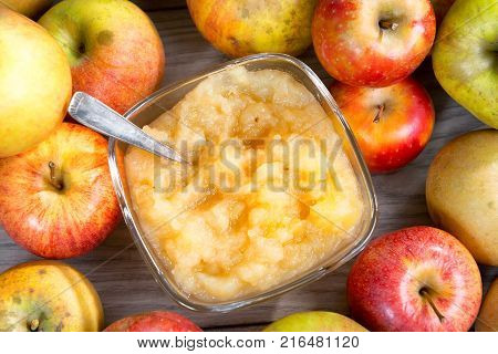 an applesauce with apples on a wooden table