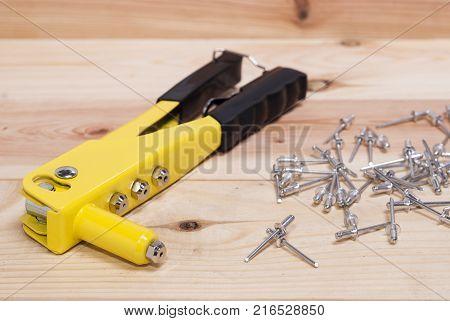 Hand Rivet Gun