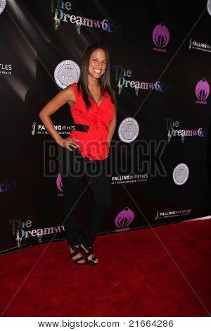 LOS ANGELES - 6 de JUL: Ashley Barker chegando no Dreamworld Benefit Concert para cair pios