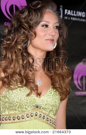 LOS ANGELES - 6 de JUL: Lauren Mayhew chegando no Dreamworld Benefit Concert para cair pios