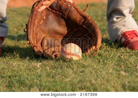 Fielding Grounder