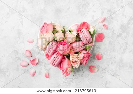 A beautiful heart made of macaroons and roses. Valentines day consept. flat lay, top view