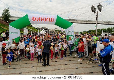 Tyumen, Russia - May 28, 2017: Green marathon of Sberbank on Tura Embankment. Start of 5-6 years children running
