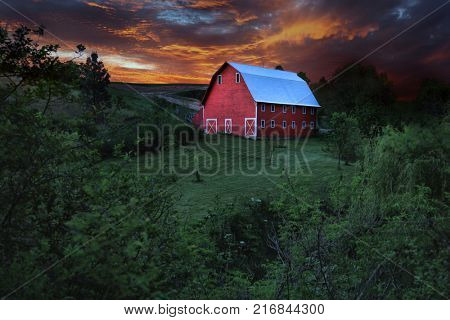 Stunning Red Barn in Rural in Palouse Washington