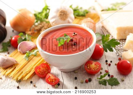 tomato sauce with ingredient