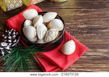 Almond Crisps,traditional Spanish Christmas Sweets.