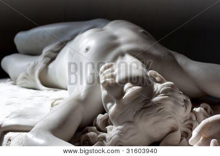 Estatua de mármol de Abel